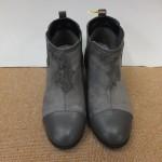 スエード素材のブーツが真っ黒に汚れてしまった…